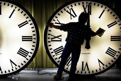 Когда переводят часы в этом году