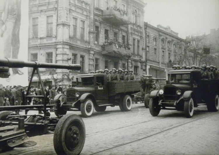 parad-pobedy-kiev-1945-08