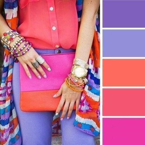 Не бойтесь насыщать себя яркими цветами, главное правильно их подбирайте и не забывайте про гармонию.