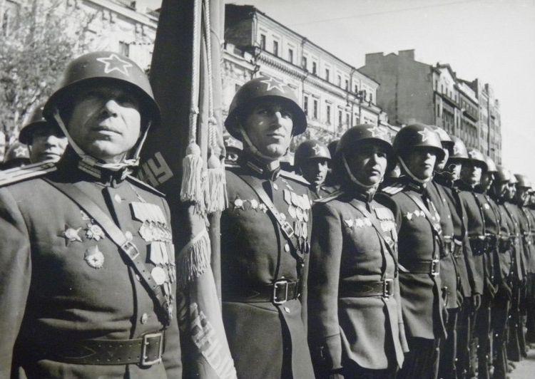parad-pobedy-kiev-1945-06