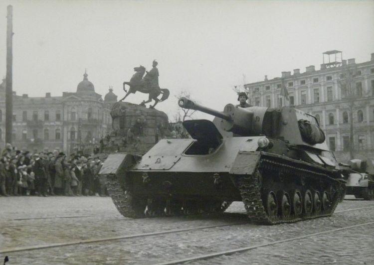 parad-pobedy-kiev-1945-03