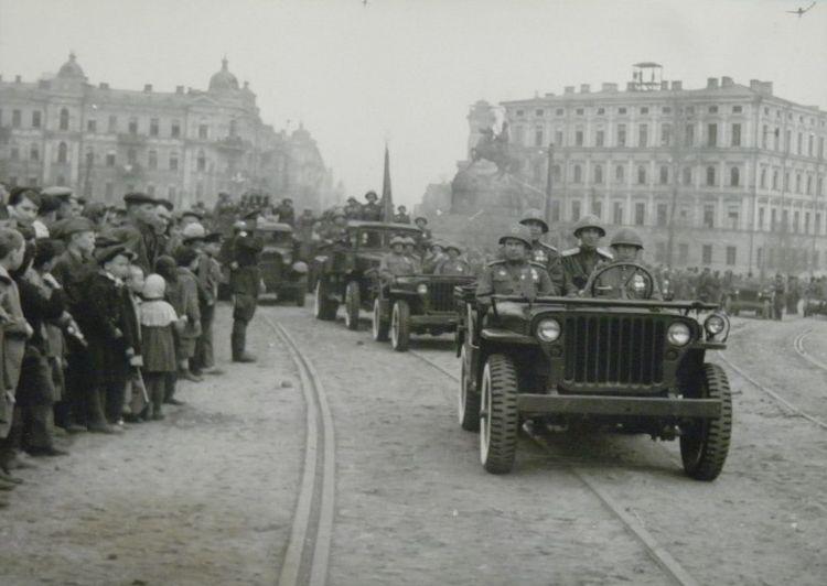 parad-pobedy-kiev-1945-01
