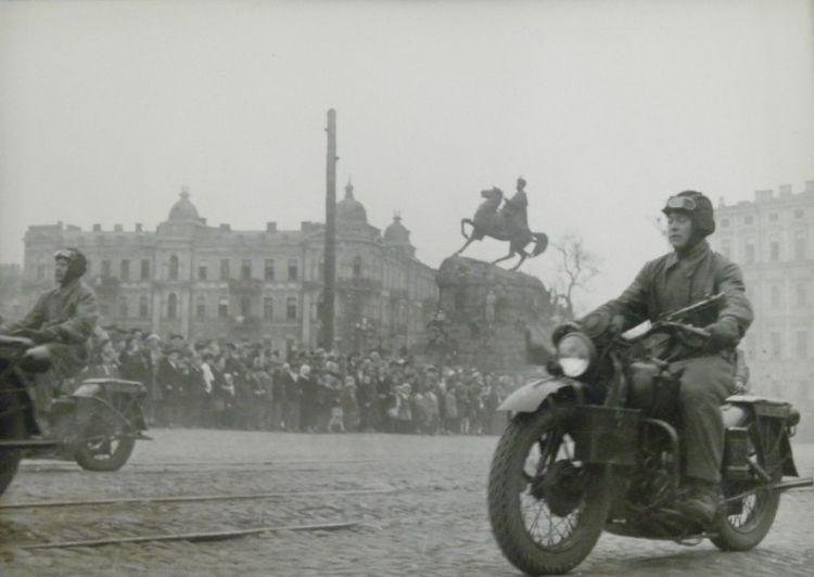 parad-pobedy-kiev-1945-02